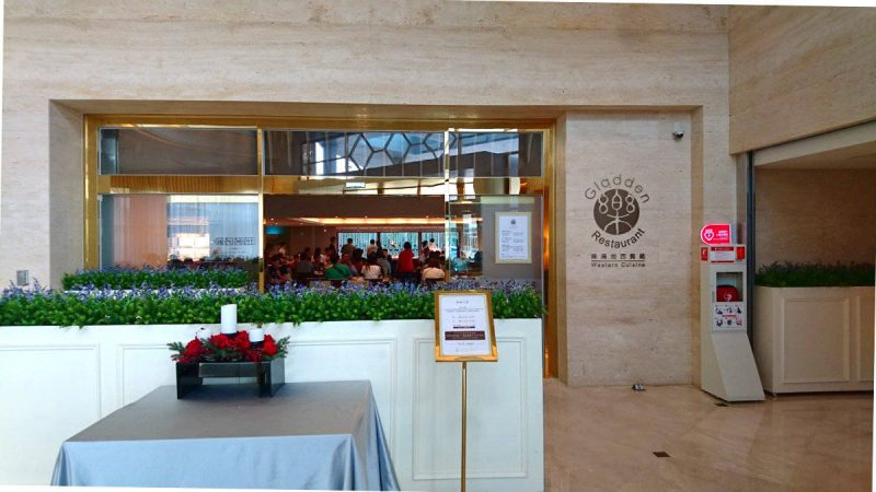 Gladden Restaurant in Taichung Harbor Hotel serves buffet meals.