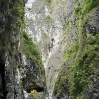 A bus in Taroko Gorge – (Photo by Tom Cheng – License)