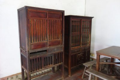 Chinese cupboard like these can be still found in Taiwan.